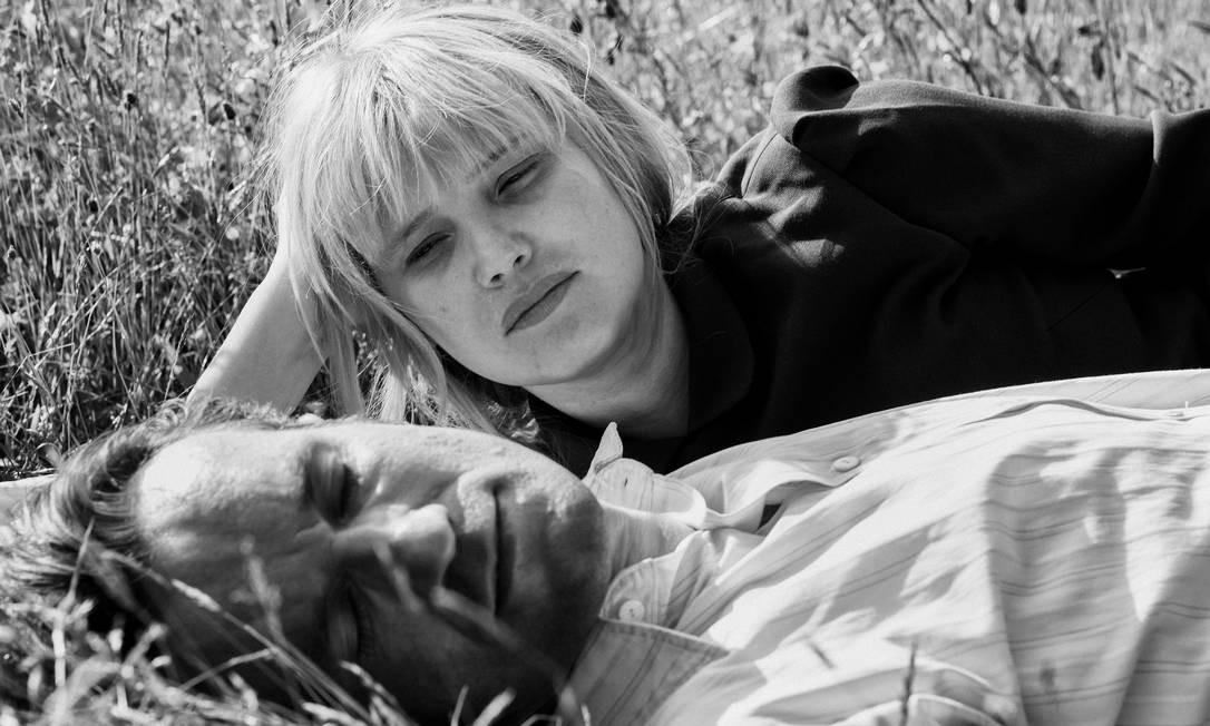 O filme, que se passa no período da Guerra Fria, narra o romance entre um músico e uma jovem cantora Foto: Divulgação