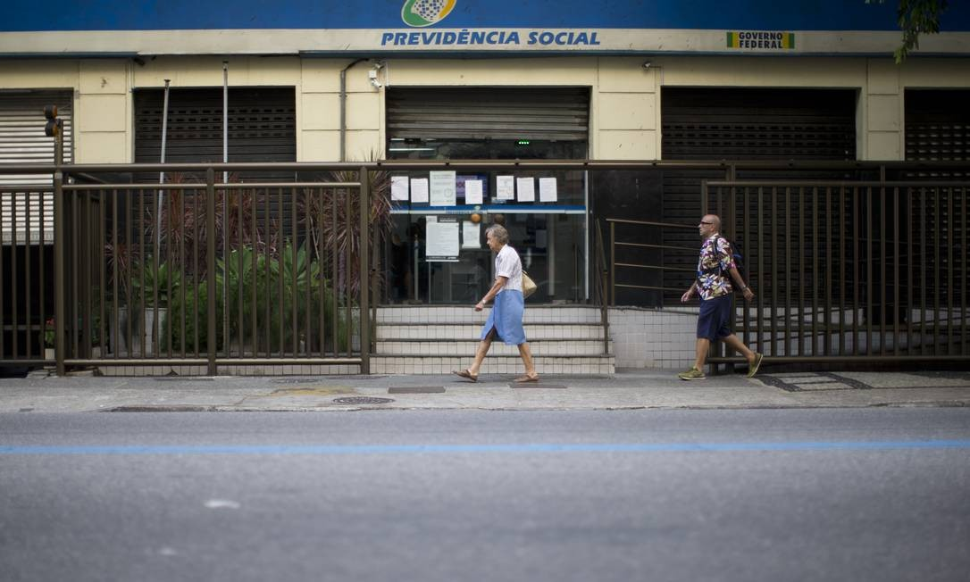Agência do INSS em Copacabana: descontos proporcionais aos ganhos. Foto: Márcia Foletto / Agência O Globo