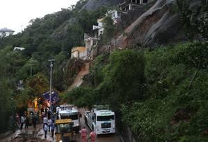 Encosta do Vidigal desabou e atingiu ônibus na Avenida Niemeyer Foto: Marcia Foletto / Marcia Foletto