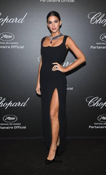 Bruna Marquezine deu o que falar em Cannes com o pretinho sexy da Versace Foto: Pascal Le Segretain / Getty Images for Chopard