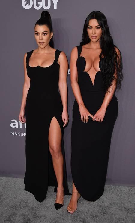 Kourtney e Kim Kardashian roubaram a cena no baile da amfAR Foto: ANGELA WEISS / AFP