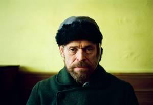 Willem Dafoe como Vincent Van Gogh em cena do filme 'No portal da eternidade' Foto: Divulgação/Lily Gavin
