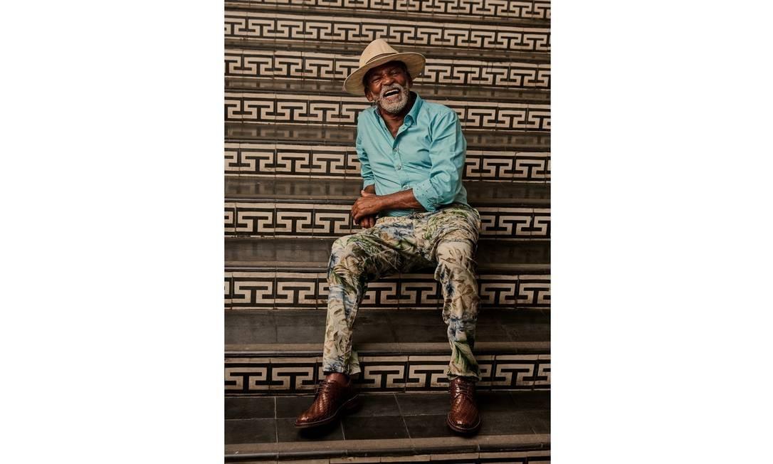 Camisa Hugo Boss, calça Forum e sapatos Democrata por Handred Foto: Leandro Tumenas