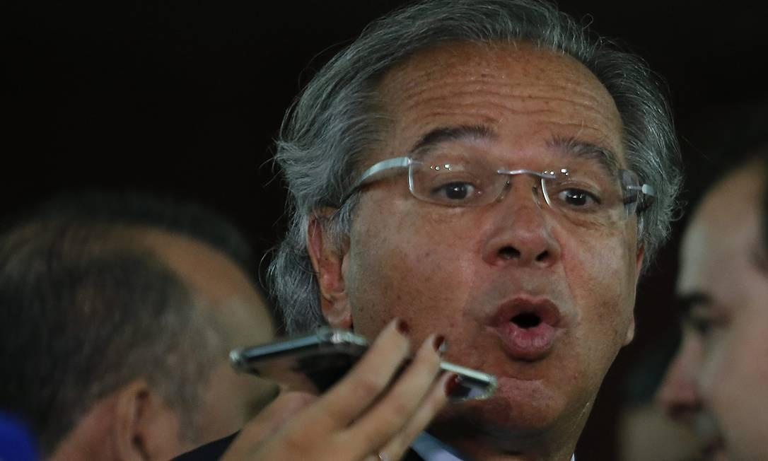 O ministro da Economia, Paulo Guedes, durante entrevista Foto: Jorge William / Agência O Globo