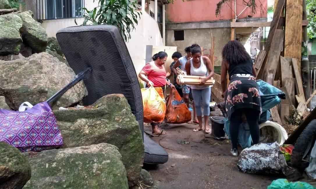 No Vidigal, alguns moradores deixaram suas casas, na rua Doutora Regina de Carvalho Marcelo Carnaval / Agência O Globo