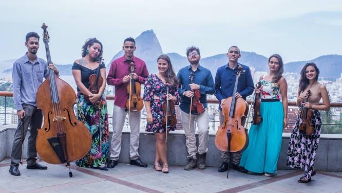 O grupo Camerata de Esquina toca músicas de desenhos animados no projeto 'Orquestra para pequenos' Foto: Divulgação
