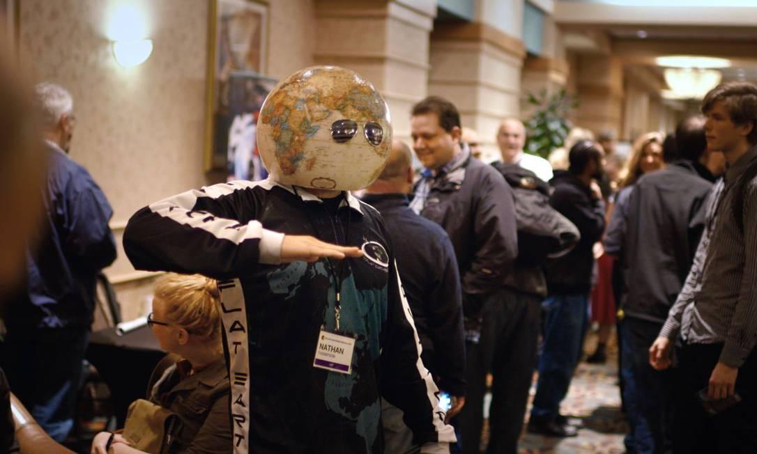 Pessoas se reúnem durante conferência de terraplanistas nos Estados Unidos Divulgação