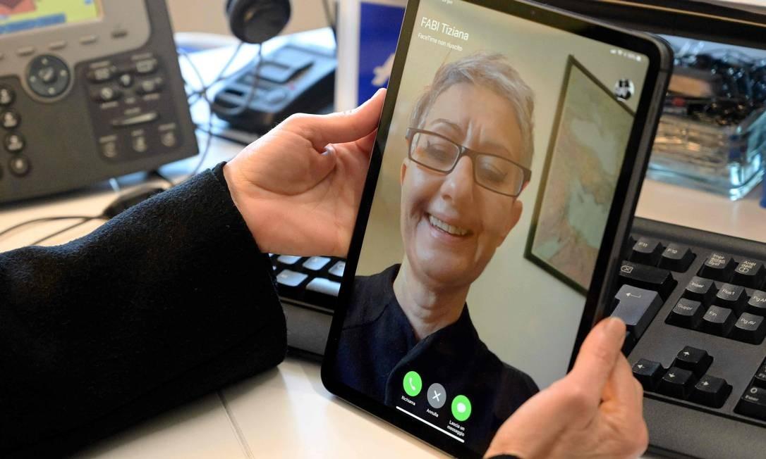 FaceTime. Falha no app permitia ver outros usuários antes mesmo que aceitassem a ligação Foto: VINCENZO PINTO / AFP