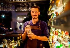 Micro Bar: o italiano Nicola Bara é o homem dos drinques Foto: Divulgação