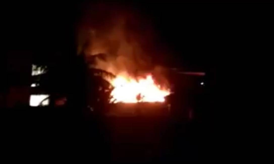 As chamas do incêndio no Ninho do Urubu Foto: Reprodução de vídeo