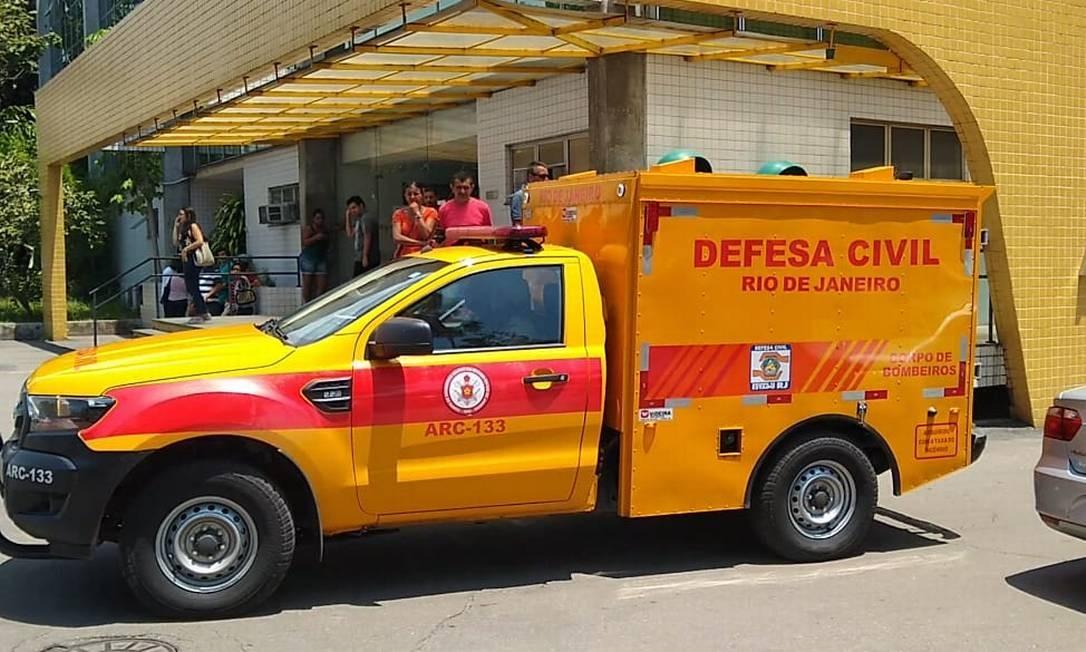Corpos são levados ao IML do Rio Foto: Bernardo Mello