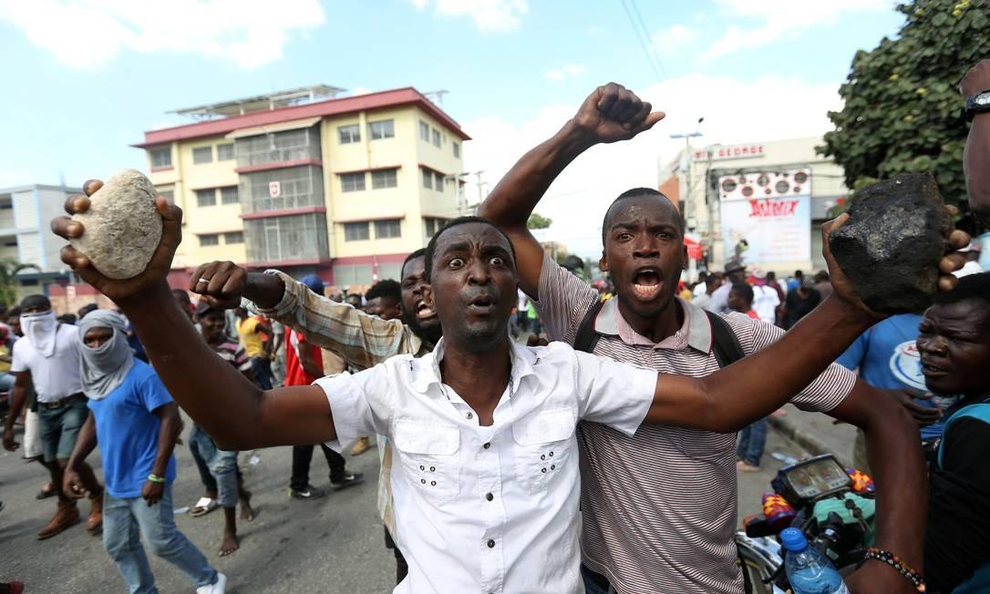 Mutios manifestantes levaram pedras para os protestos; já houve outras ondas de manifestações contra governo, em queda de popularidade, em 2017 e 2018 Foto: JEANTY JUNIOR AUGUSTIN / REUTERS