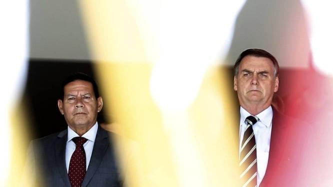 O vice-presidente Hamilton Mourão e o presidente Jair Bolsonaro Foto: Jorge William / Agência O Globo