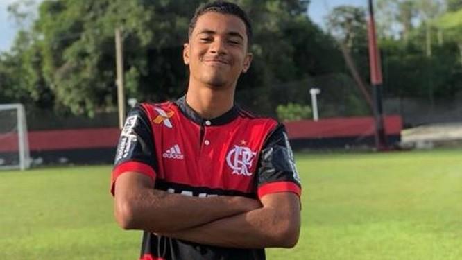 Arthur era zagueiro do time sub-15 do Flamengo Foto: Reprodução