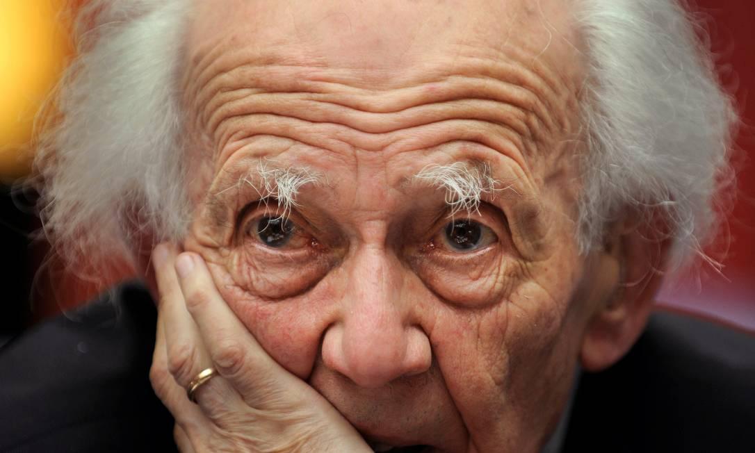 O sociólogo polonês Zygmunt Bauman numa conferência em Oviedo, na Espanha, em outubro de 2010 Foto: ELOY ALONSO / Reuters