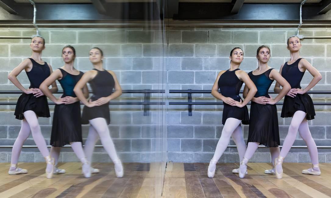 Instalações modernas. Alunas da academia La Danse Art & Cia estreiam em novo ambiente da escola, no Recreio Foto: Leo Martins / Agência O Globo