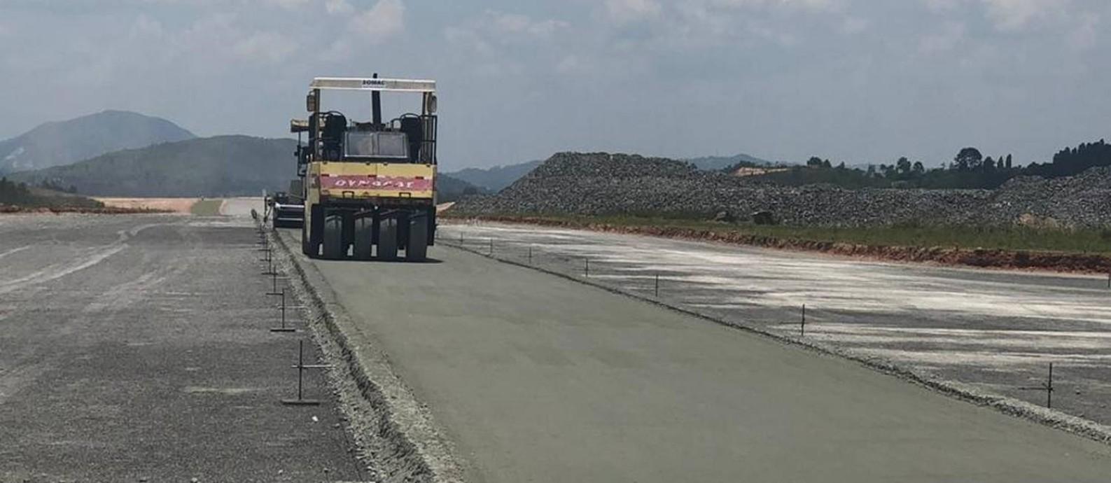 Obra do aeroporto de São Roque: na fase do estanqueamento dos hangares Foto: Divulgação / JHSF