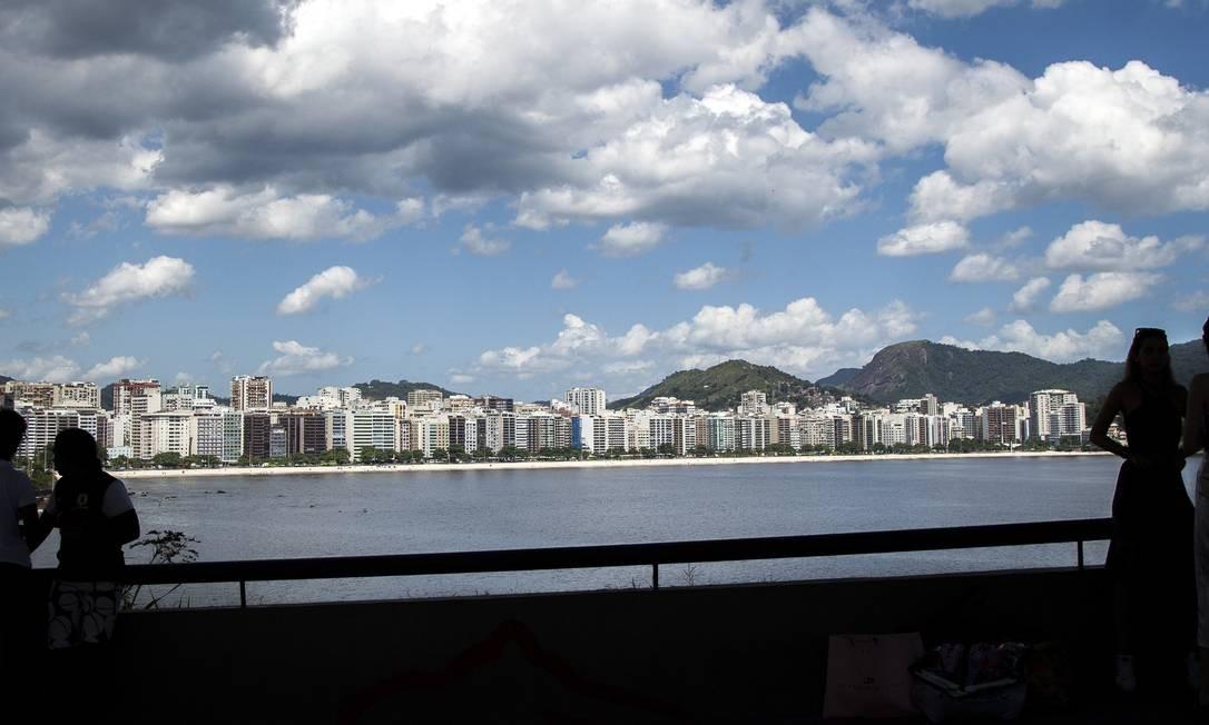 O mais querido. Orla de Icaraí vista do MAC: bairro é o mais procurado Foto: Hermes de Paula / Agência O Globo