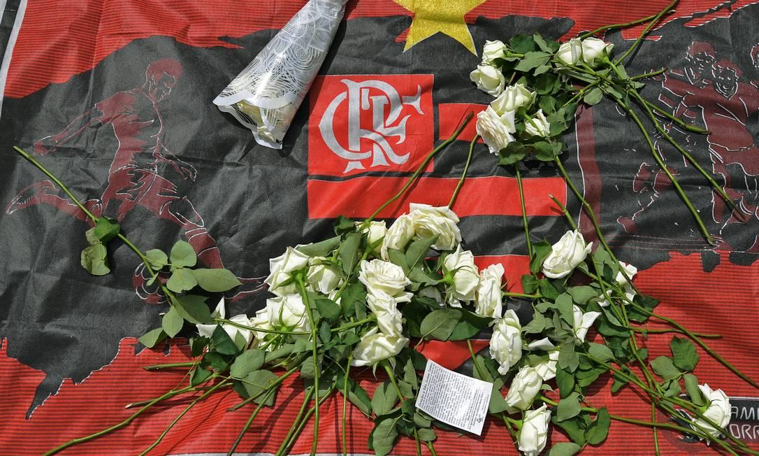 Memorial em homenagem às vítimas da tragédia no Ninho do Urubu Foto: CARL DE SOUZA / AFP