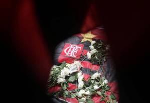 Homenagens às vítimas na frente do CT do Flamengo Foto: RICARDO MORAES / REUTERS