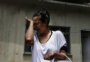 Fabiana do Nascimento conta o drama vivido na noita de chuva forte na última quarta-feira Foto: Antonio Scorza / Agência O Globo