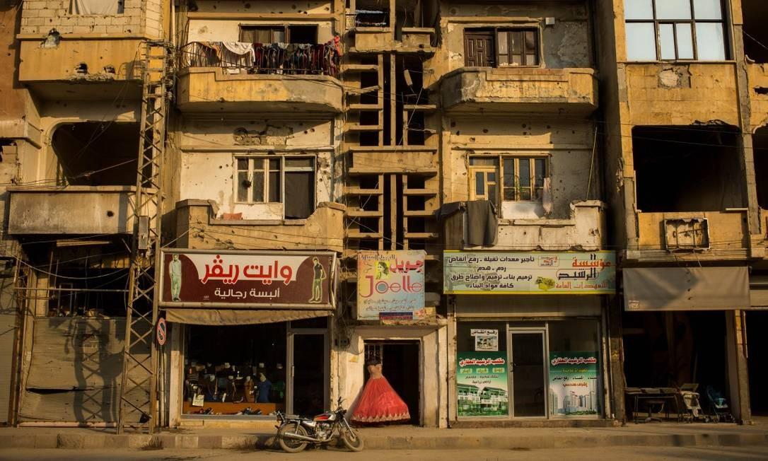 A antiga capital do Estado Islâmico está em ruínas. Poucos prédios foram reconstruídos após as batalhas que destruíram a cidade e expulsaram os terroristas Foto: Yan Boechat