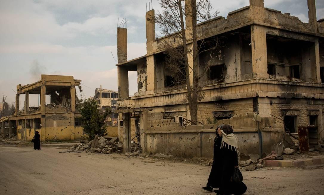 Prédios destruídos em Raqqa: moradores se queixam da falta de apoio para a reconstrução Foto: Yan Boechat