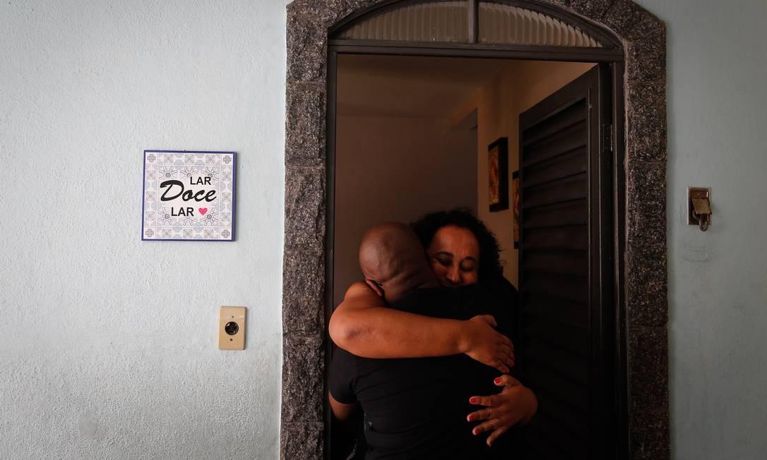 Marilia Barros da Silva mãe do Arthur Vinicius de Barros recebeu o apoio dos amigos Pablo Jacob / Agência O Globo