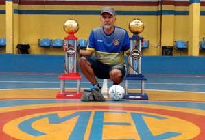 Luizinho Ganança viu Christian e Samuel darem os primeiros chutes no futsal Foto: Bruno Marinho / Bruno Marinho