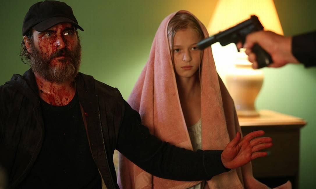 Joaquin Phoenix e Ekaterina Samsonov no filme 'Você nunca esteve realmente aqui', da diretora Lynne Ramsay Foto: Divulgação