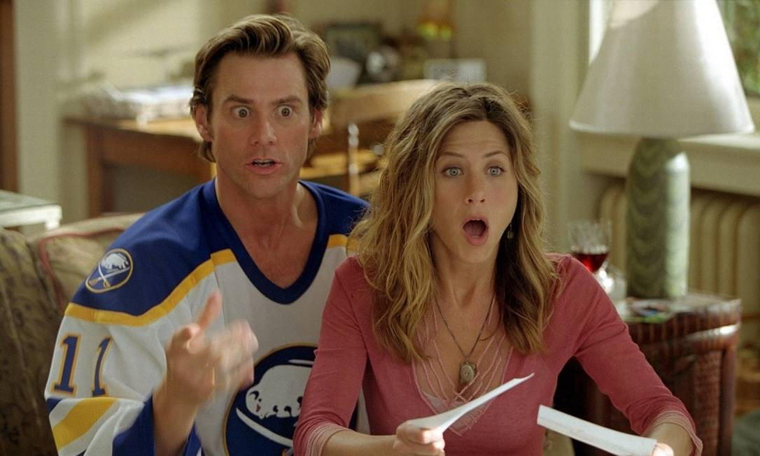 Em 2003, ela aparece como namorada de Jim Carrey em 'Todo poderoso' — a quinta maior bilheteria daquele ano Divulgação