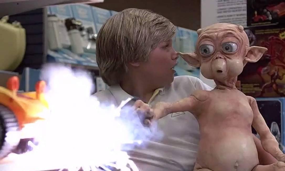 No cinema, sua primeira tentativa também não muito certo. Ela fez uma ponta, não creditada, em 'Mac – O extraterrestre' (1988). O filme é frequentemente listado entre os piores de todos os tempos. IMDB