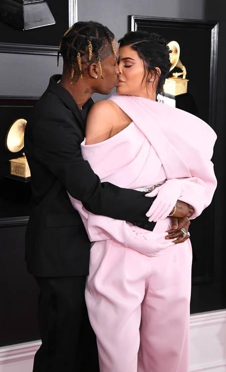 O beijo entre Travis Scott e Kylie Jenner: o amor está no ar Foto: Jon Kopaloff / Getty Images