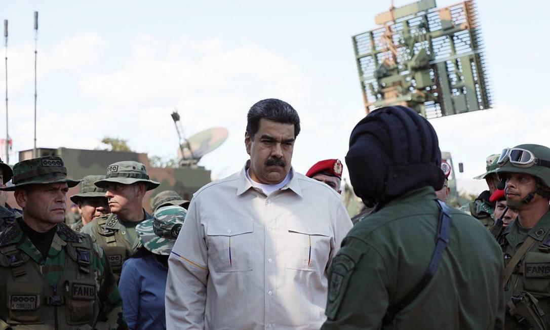 Presidente da Venezuela, Nicolás Maduro observa exercícios militares no estado de Miranda Foto: Presidência da Venezuela 10-02-2019 / AFP