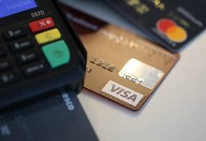 Ao fazer pagamentos em cartão, Febraban recomenda que sempre se verifique o valor no recibo impresso Foto: Pedro Teixeira/27-12-2018 / Agência O Globo