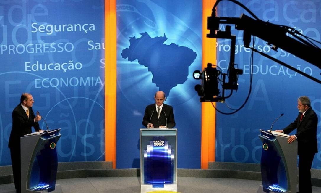 Boechat foi mediador de debates durante as eleições na TV Bandeirantes. Na foto, Luiz Inácio Lula da Silva e Geraldo Alckmin, que, em 2006, concorriam ao cargo de presidente | Foto: Maurício Lima / Maurício Lima