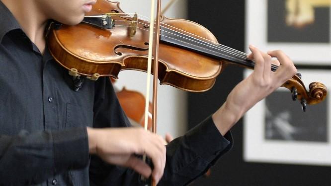 Homem tocando violino Foto: Divulgação