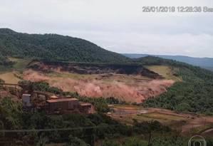 Imagens de vídeo mostram o exato momento do rompimento da barragem da Mina do Feijão, em Brumadinho Foto: Reprodução