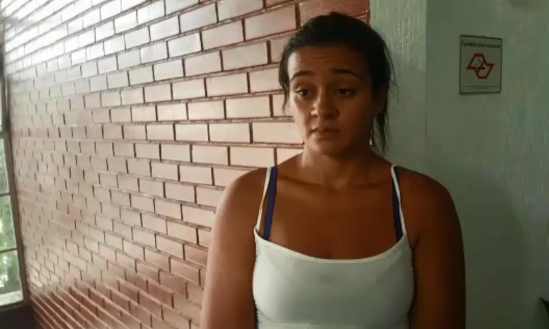A vendedora Leiliane Rafael da Silva, de 28 anos, quepassava pela Anhanguera no momento da queda do helicóptero Foto: Sérgio Roxo / Agência O Globo