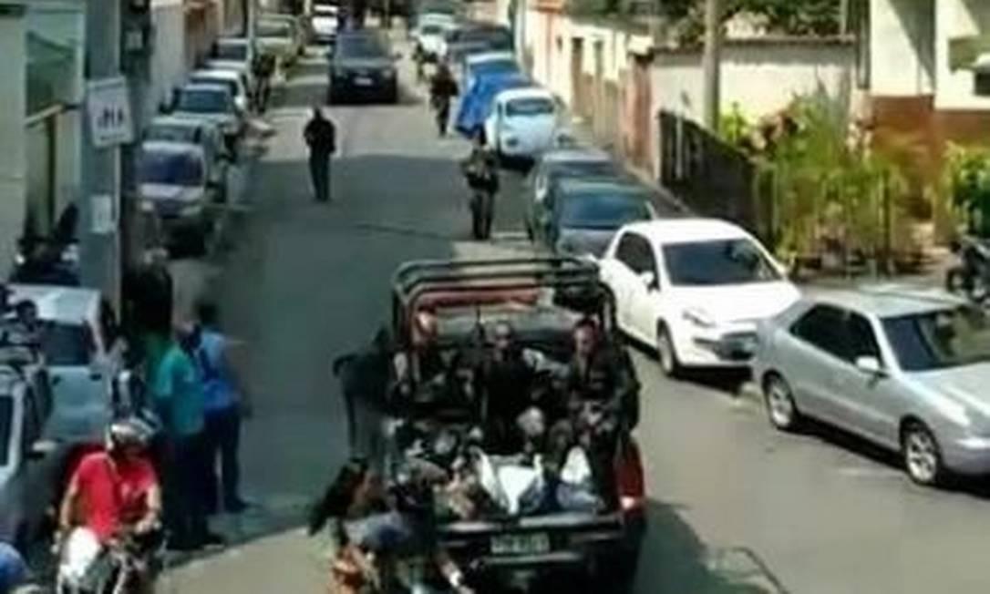 Corpos na viatura: vídeo mostra ação de policiais militares em Santa Teresa Foto: Reprodução
