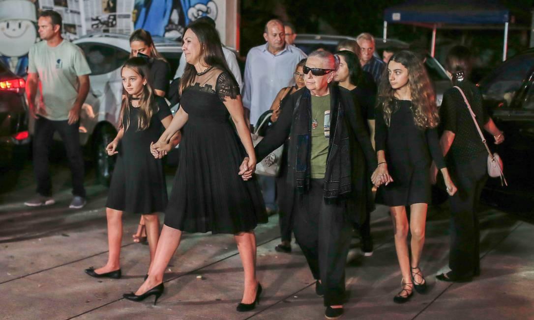 Familiares e amigos chegam no MIS para o velório de Ricardo Boechat Foto: Edilson Dantas / Agência O Globo