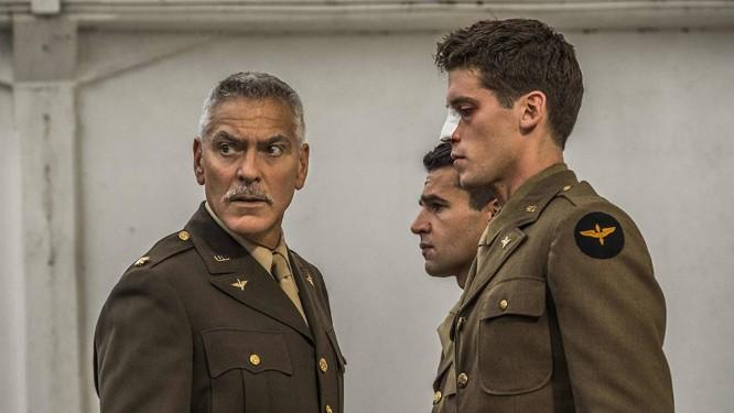 George Clooney em 'Ardil 22' Foto: Divulgação
