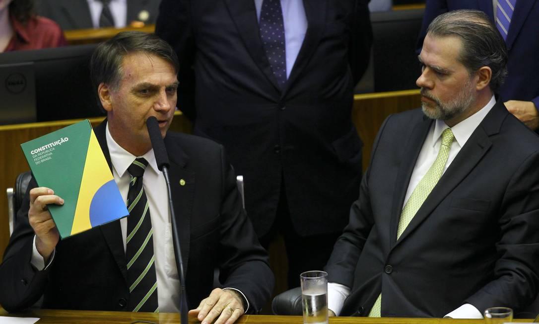 Duas ações em que Bolsonaro era réu foram suspensas pelo ministro Luiz Fux, do STF; na foto, ele aparece ao lado do presidente da Corte, Dias Toffoli Foto: Jorge William / Agência O Globo
