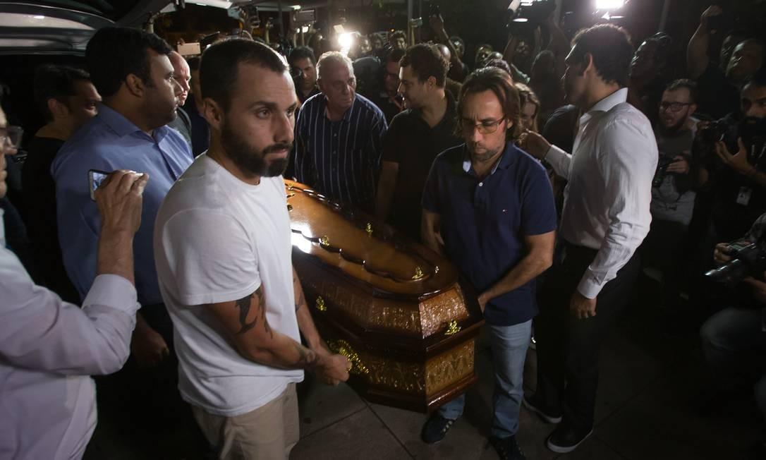 Parentes e amigos de Ricardo Boechat chegam para o velório do jornalista no MIS | Foto: Edilson Dantas / Agência O Globo