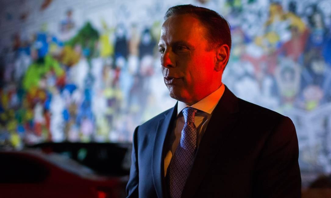 O governador do estado de São Paulo, João Doria, foi uma das autoridades públicas que compareceu ao velório na noite dessa segunda (11/2) Foto: Agência O Globo
