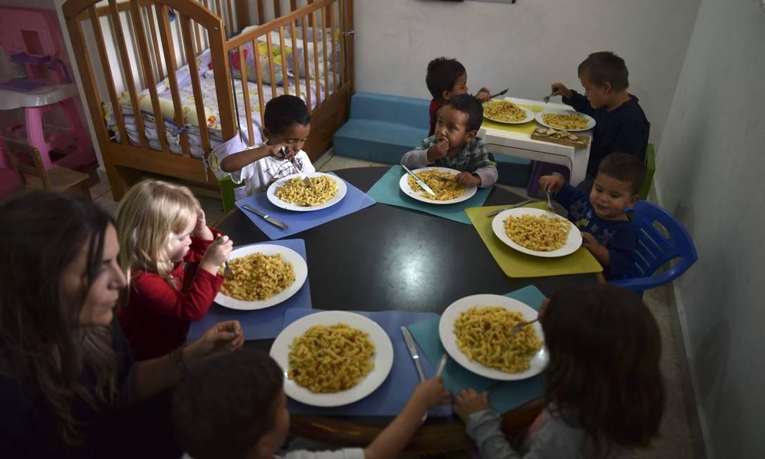 Abrigo da Fundação Kapuy, que dá assistência a crianças venezuelanas em situação de abandono ou com sérios problemas de saúde, como a desnutrição Foto: YURI CORTEZ / AFP