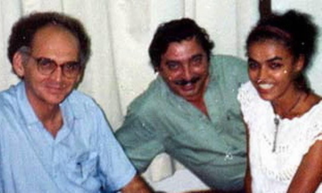Chico Mendes sorri ao lado do historiador Gregório Filho (à esquerda) e de Marina Silva, que também atuou no movimento sindical no Acre Foto: Reprodução