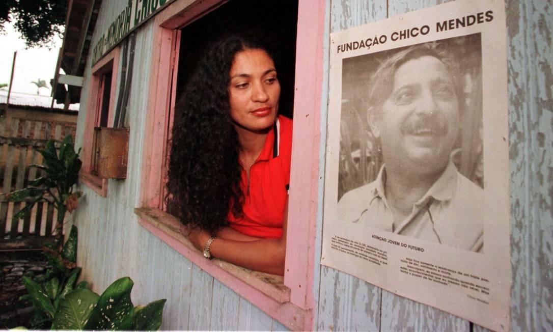 Ilzamar, no Centro de Memória Chico Mendes, em Xapuri (AC), cidade onde o líder seringueiro foi morto, aos 44 anos Foto: Roberto Stuckert Filho / Agência O Globo/27-11-1998