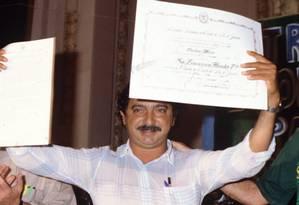 Chico Mendes recebendo homenagem de deputados estaduais no Rio Foto: Agência O GLOBO