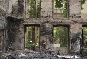 Escombros dentro do prédio do Museu nacional, na Quinta da Boa Vista, que foi atingido por um incêndio de grandes proporções em setembro passado Foto: Márcia Foletto / Agência O Globo